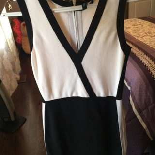 Marciano Guess Black And White v Neck