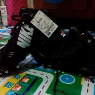 Xmas sALE: Orig.Nike Speed Vapor Football Shoes, From  p2,350 To  P1200, size 9