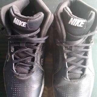 Hi-Cut Nike Black Shoes