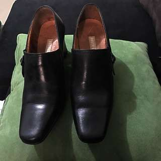 3 Inch Rusty Lopez Closed Black Shoes, Size 5""
