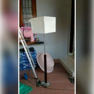 Stand Lamp Atau Lampu Sudut