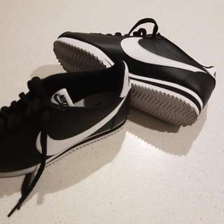 Womens Cortez Nike Size 7