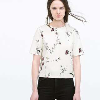 •Reserved• Zara Floral Boxy Top ❤️