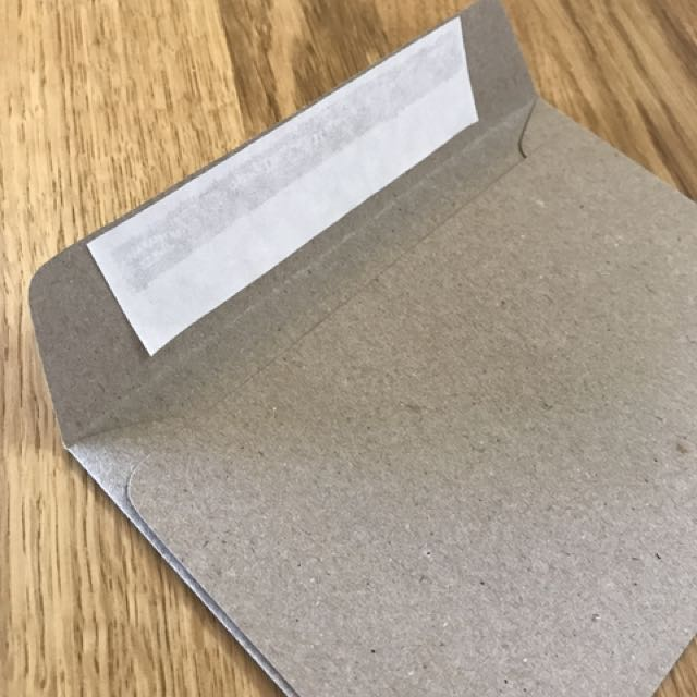 31 x brown paper envelopes, each measuring 16x11cm (size C6). Comes with peel off adhesive