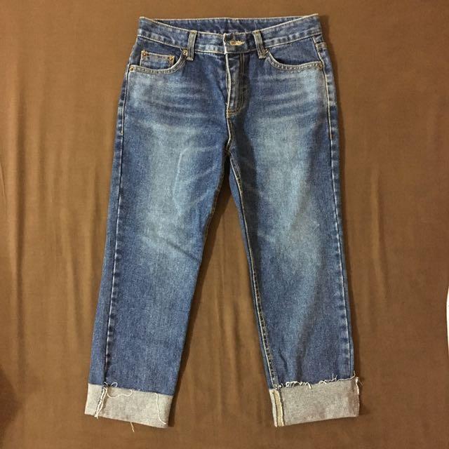 淺色直筒牛仔褲