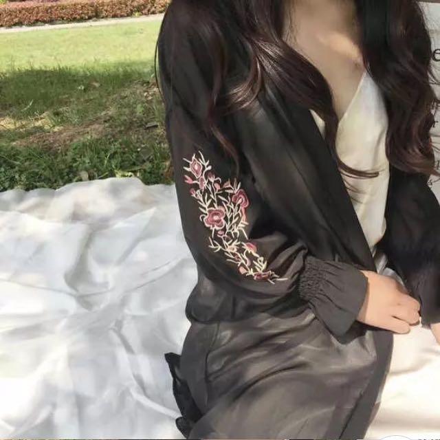 韓版電繡花朵雪紡長版罩衫外套