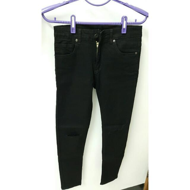 (售出)全新黑色微彈膝蓋破褲