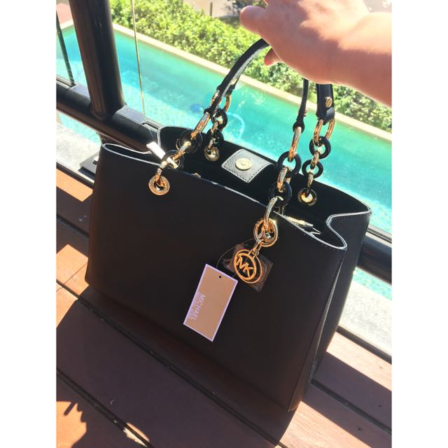 RUDUCED!! Authentic BRAND NEW Michael Kors Cynthia Saffiano Handbag