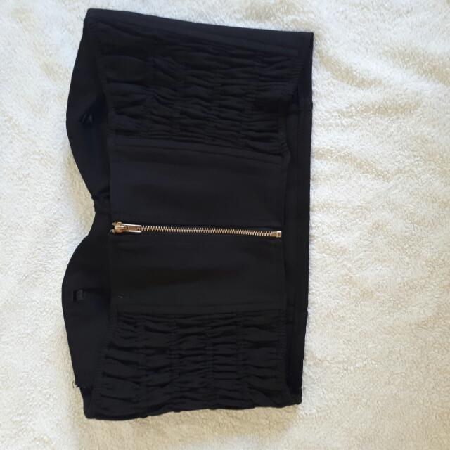 black strapless crop top/bra