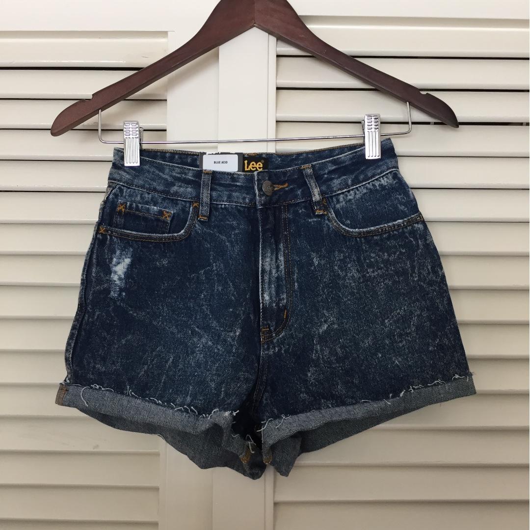 BRAND NEW LEE acid wash denim shorts (Size 6)
