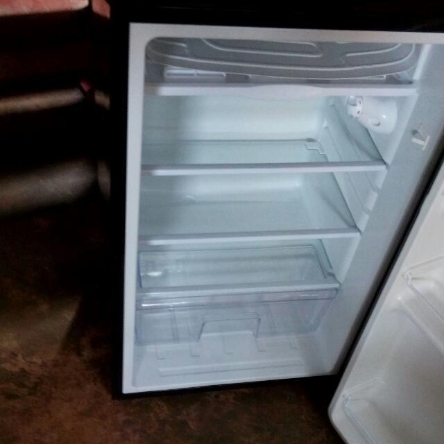 Ezy-es99r Personal Manual Defrost Refrigerator