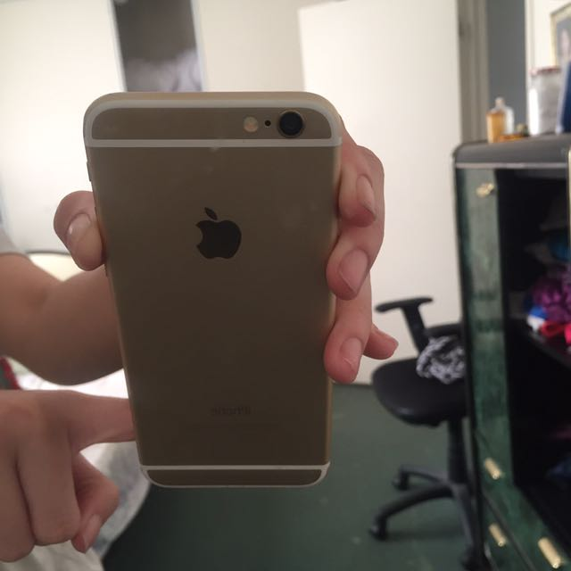 iPhone 6 GOLD w/ accessories