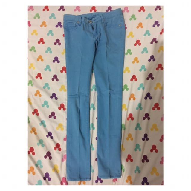 jeans biru laut