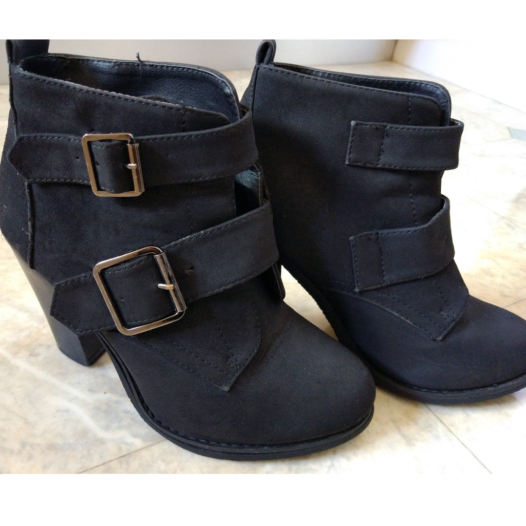 LOVELY BLACK NOVO ANKLE BOOTS - AS NEW!!