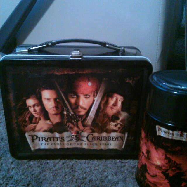 Pirates of the Caribbean curse of the black pearl lunch pale set includes thermos