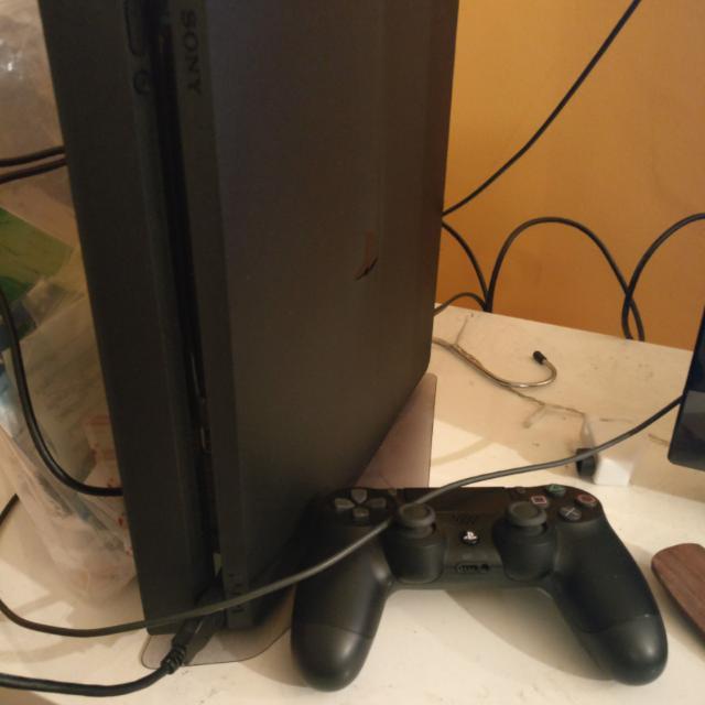 PlayStation 4 slim 500gb + 3 Games