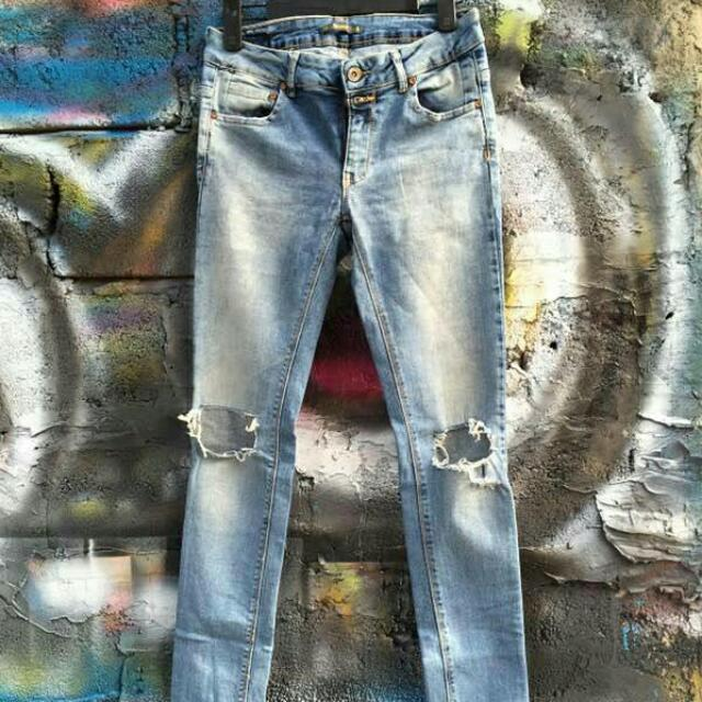 Pullnbear Jeans Ripped Kneebe