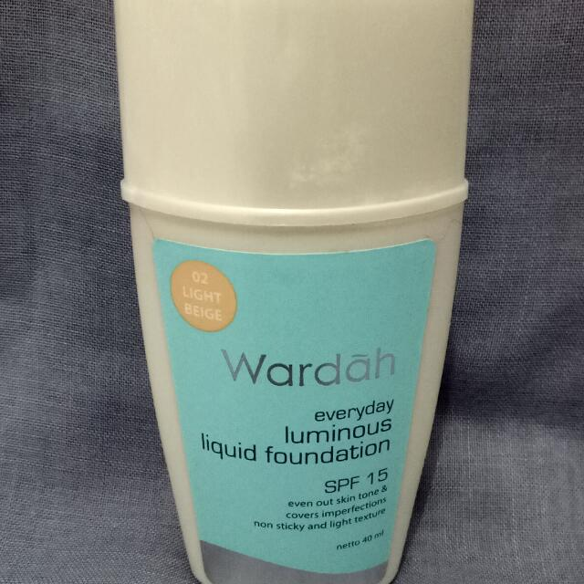 Wardah Everyday Luminous Liquid Foundation 02 Light Beige