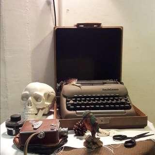 八里米攝影機4000(八厘米已售出),打字機7500,日據時代行李箱3000