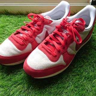 Nike Internationalist 紅白限定配色,麂皮搭配,彩虹鞋帶