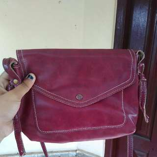 maroon sling bag