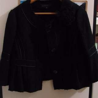 黑色短身外套