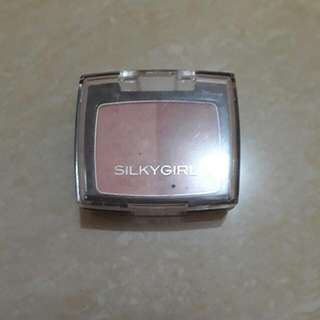 Silky Girl Blush On