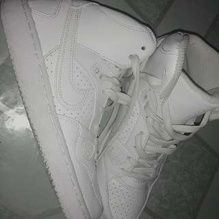White Shoes (Original Nike) Son Of Force Mid  Size: 4Y = 36