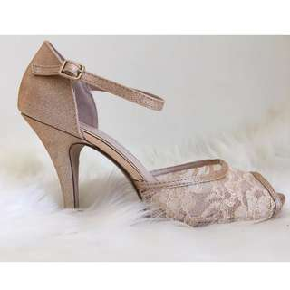 Beautiful statement heels (8.5)