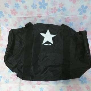 黑底白星圓筒側背包