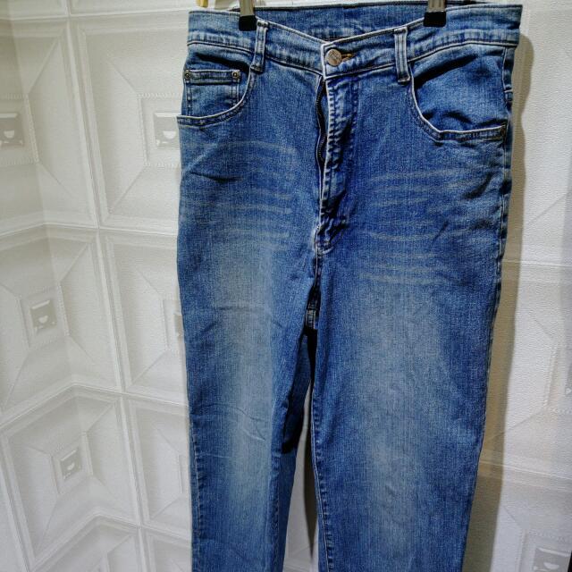 經典水洗牛仔直筒褲 Jeans