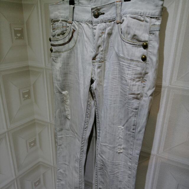 刷白刺繡破洞牛仔褲 Jeans