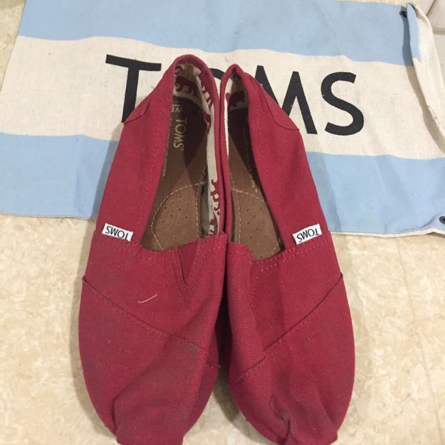 AUTHENTIC TOMS slip on shoes