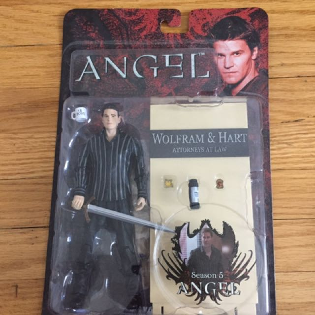 Buffy, Angel Statue Season 5