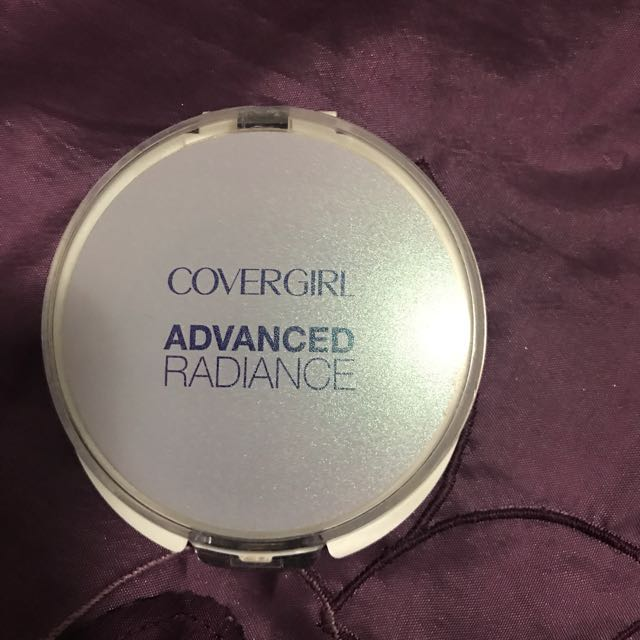 Covergirl Advanced Radiance Pressed Powder - Ivory