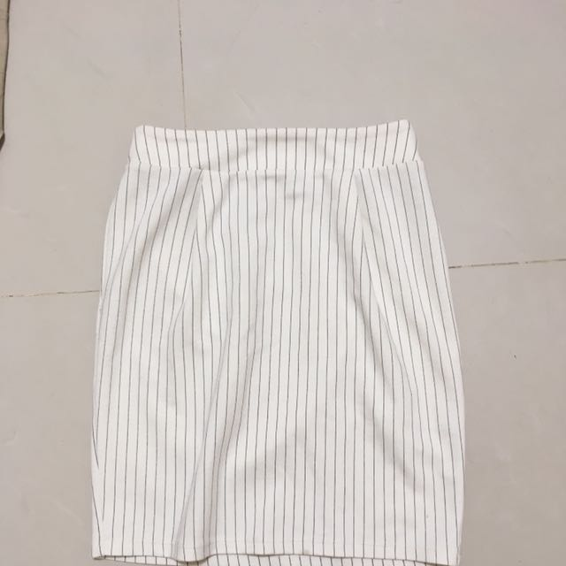 百貨專櫃Earth後鬆緊條紋白裙