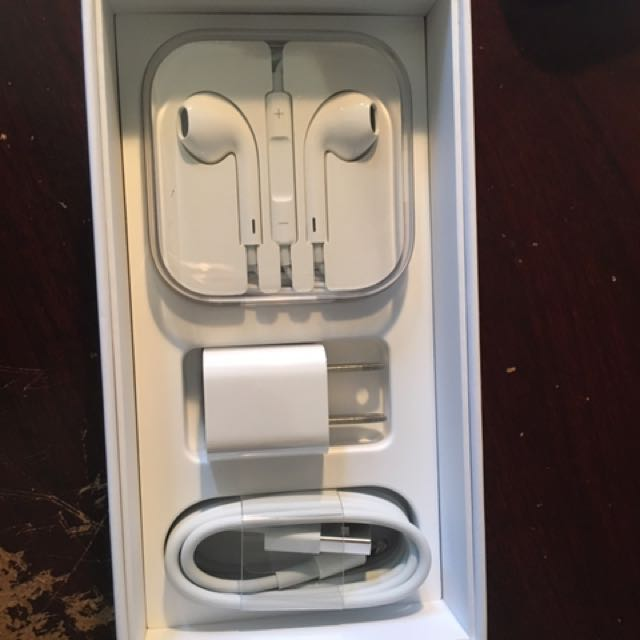 iPhone Earphones And Charger