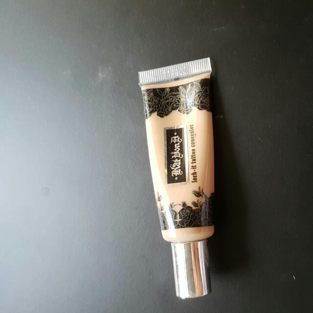Kat Von D Lock It Tattoo Concealer In Light 18