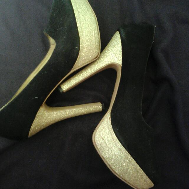 Nego!! Sepatu High Heels Black