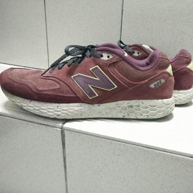 「限量鞋」9成新 正品 New Balance 988系列 復古 麂皮 運動鞋  蜂巢~酒紅色 (26公分)