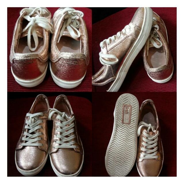 Sepatu Berskha