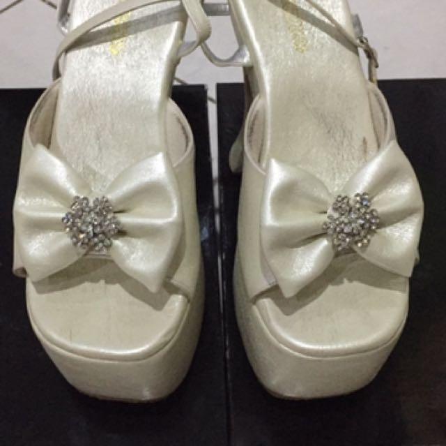Sepatu Donamici