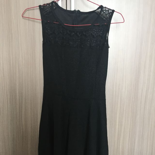 Simple Brokat Dress