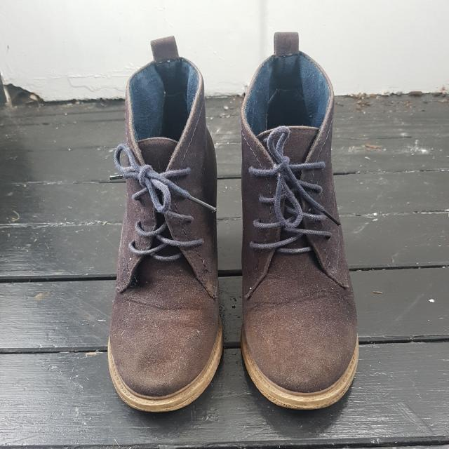 s7 TEMT Suede Ankle Boots