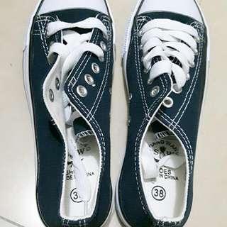 女生帆布鞋