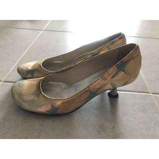 kitten heels gold