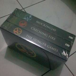 [NOVEL] Boxset The Hunger Games By Suzzane Collins (Novel Import Murah)