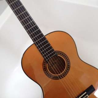 3/4 classic guitar almost brand new