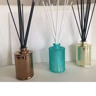 200ml SCENTED REED DIFFUSERS - VARIOUS COLOURS