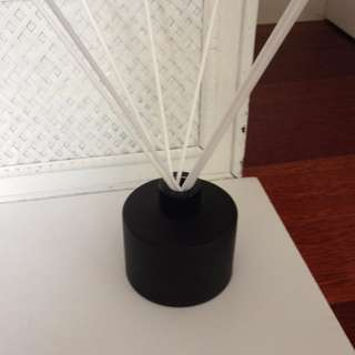 200ML BLACK GLASS REED DIFFUSER WITH BLACK LID